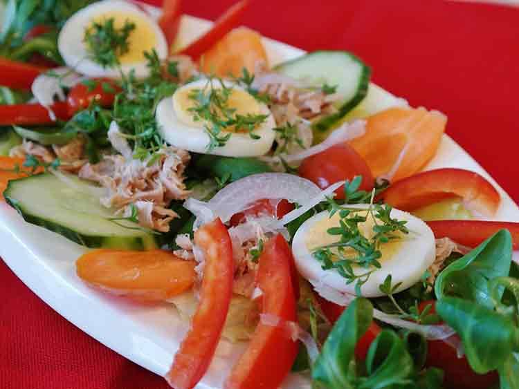 Tuna, Cucumber, Paprika Salad Recipe